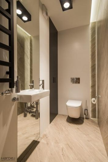 aranżacja umywalka na lustrze