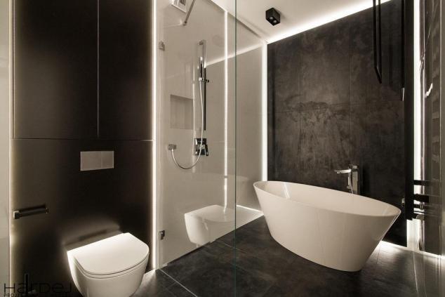 aranżacja łazienki czarne i białe płytki