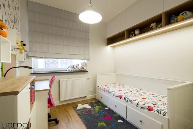 aranżacja pokój dla dziewczynki-jasne kolory