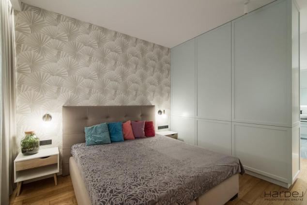 duża hardej wnętrze garderoba w sypialni