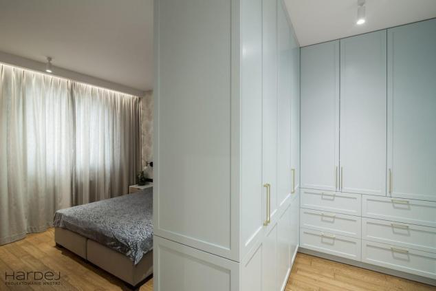 garderoba styl nowojorski w sypialni projekt
