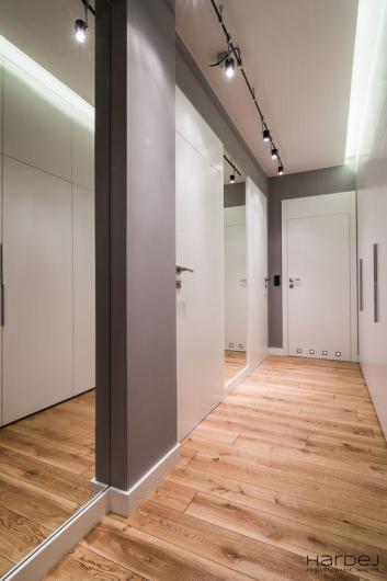 hol minimalizm lustra duża szafa