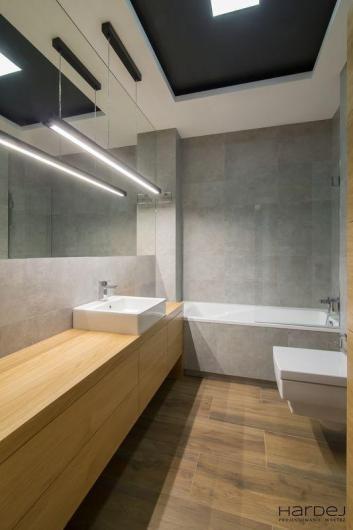 łazienka czarny sufit styl minimalizm