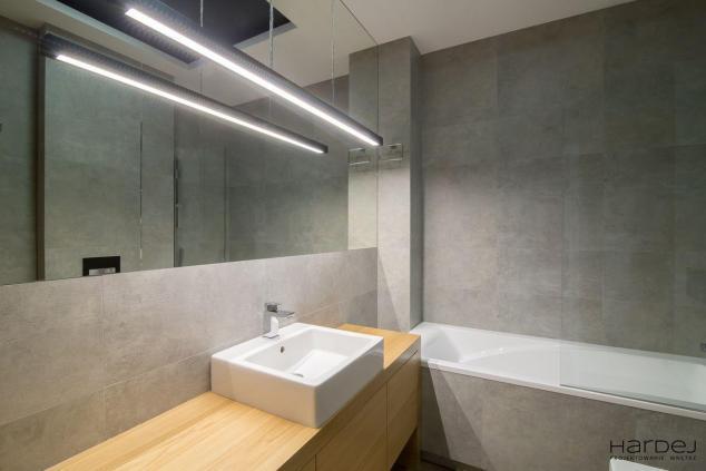 łazienka w stylu minimalistycznym zabudowy dąb