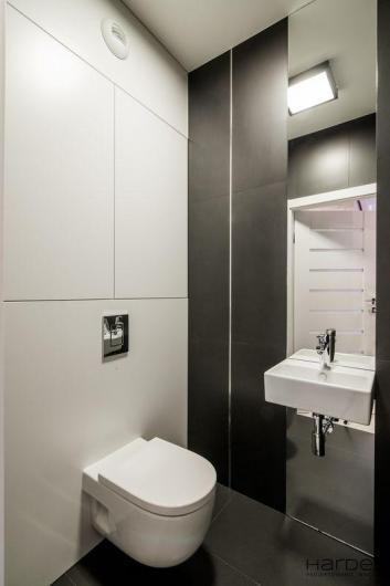 wc umywalka na lustrze