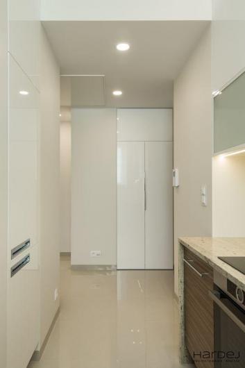 hol białe szafy